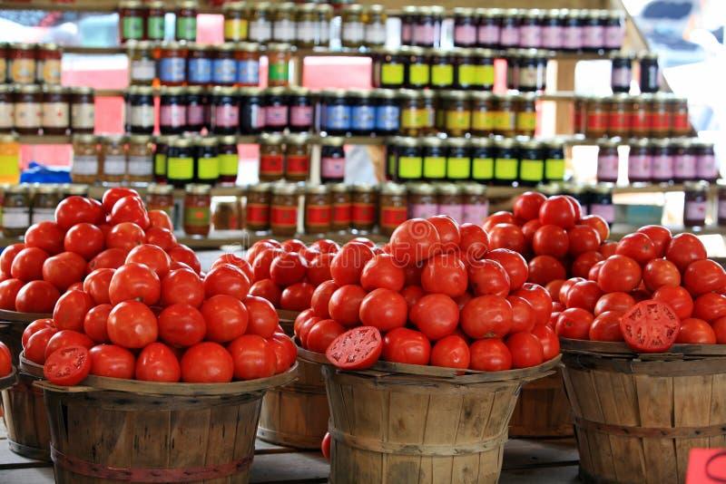 Tomaat bij markt stock afbeeldingen