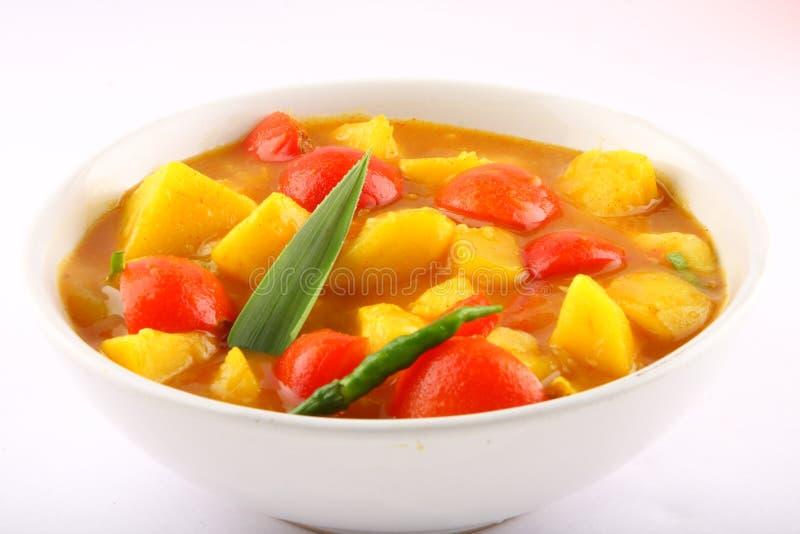 Tomaat en aardappelkerrieschotel royalty-vrije stock foto