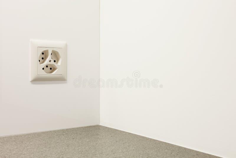 Download Tomada Elétrica Em Uma Parede Imagem de Stock - Imagem de wattagem, detalhe: 29825429