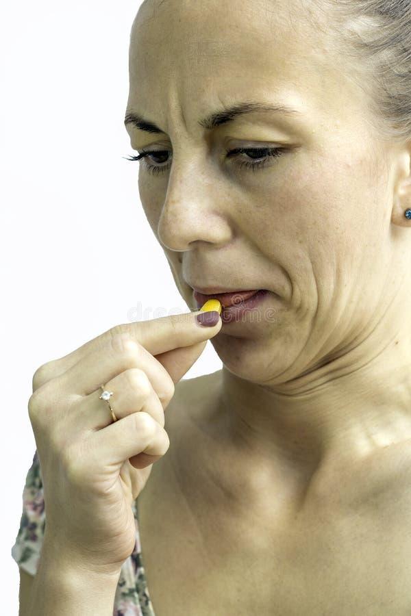 Tomando comprimidos, drogas fotos de stock royalty free