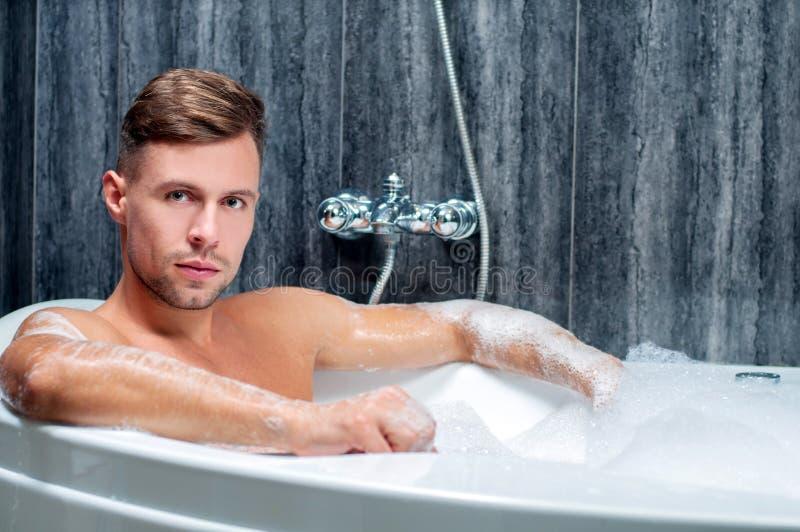 Tomando o banho fotografia de stock