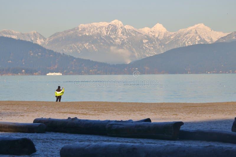 Tomando uma foto da cordilheira norte da costa imagem de stock royalty free