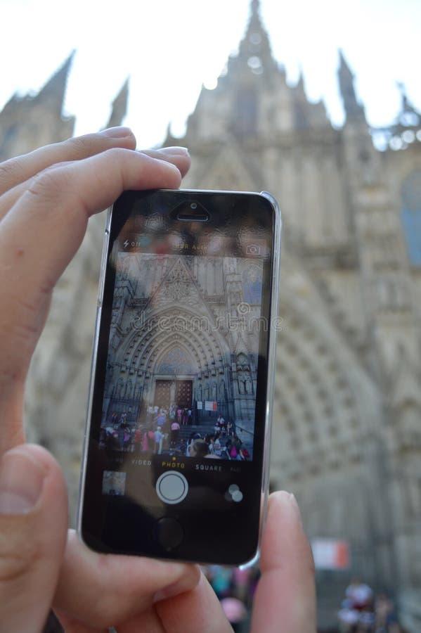 Tomando uma foto do La Sagrada Familia foto de stock