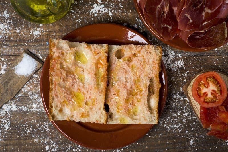 Tomaquet do amb do pa e presunto Catalan do serrano fotos de stock royalty free
