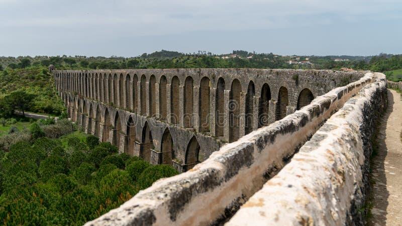 Tomar渡槽在templar城堡附近的 Tomar,葡萄牙 图库摄影