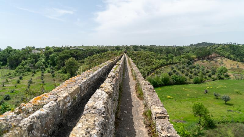 Tomar渡槽在templar城堡附近的 Tomar,葡萄牙 免版税库存照片