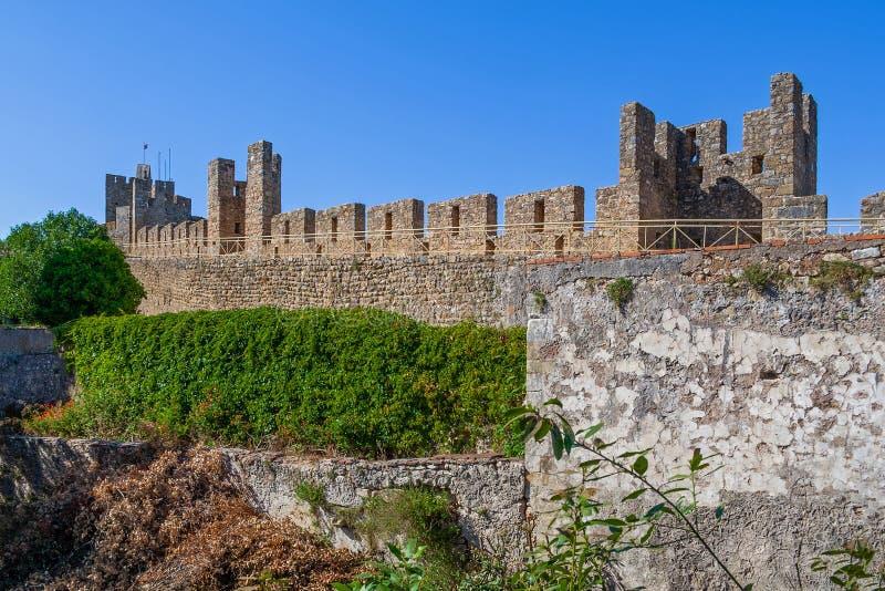 tomar slott Den riddareTemplar fästningen som omger och skyddar kloster av Kristus arkivbild