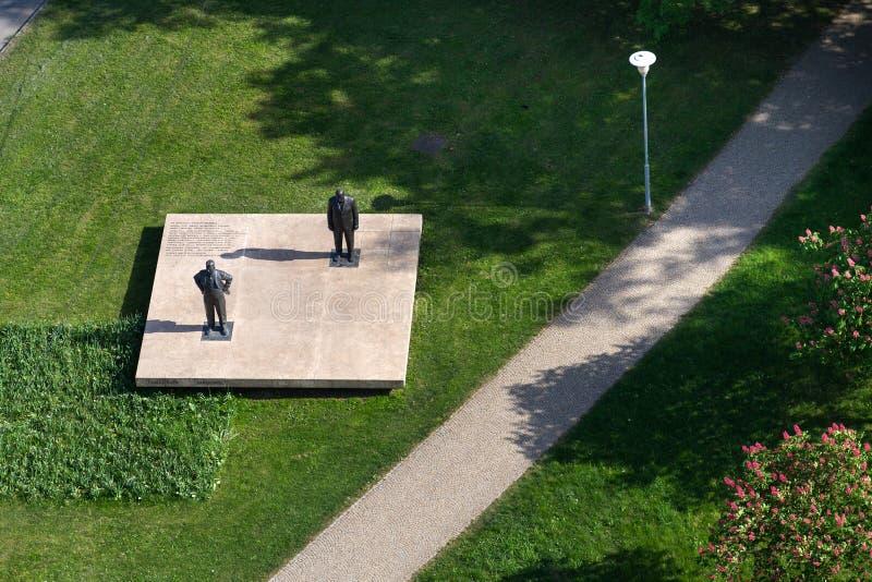Tomas och Jan Antonin Bata staty i Zlin, Tjeckien arkivbild