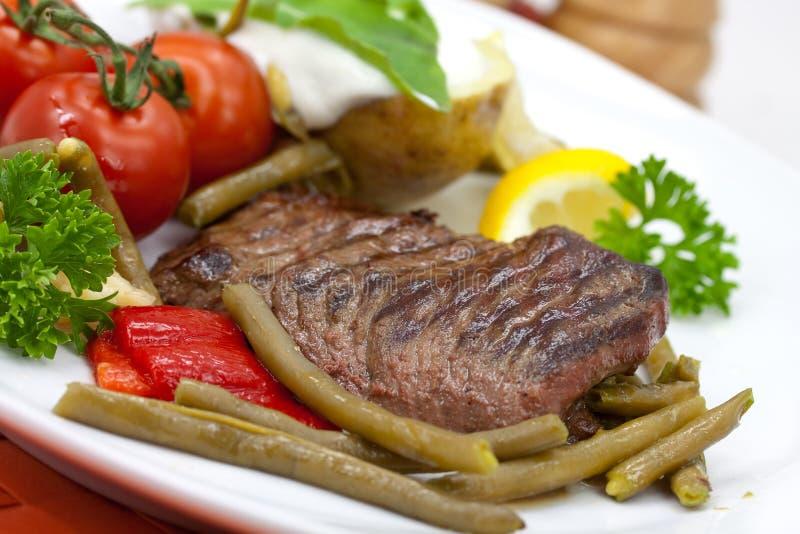 tomat för remsa för steak för bönapaprikaländstycke royaltyfria bilder