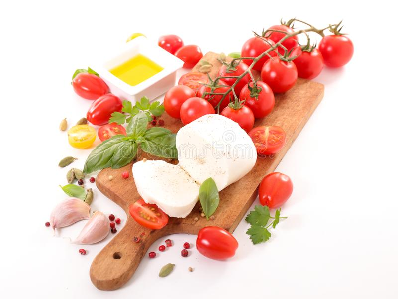 Tomat med mozzarellaen och basilika royaltyfria foton