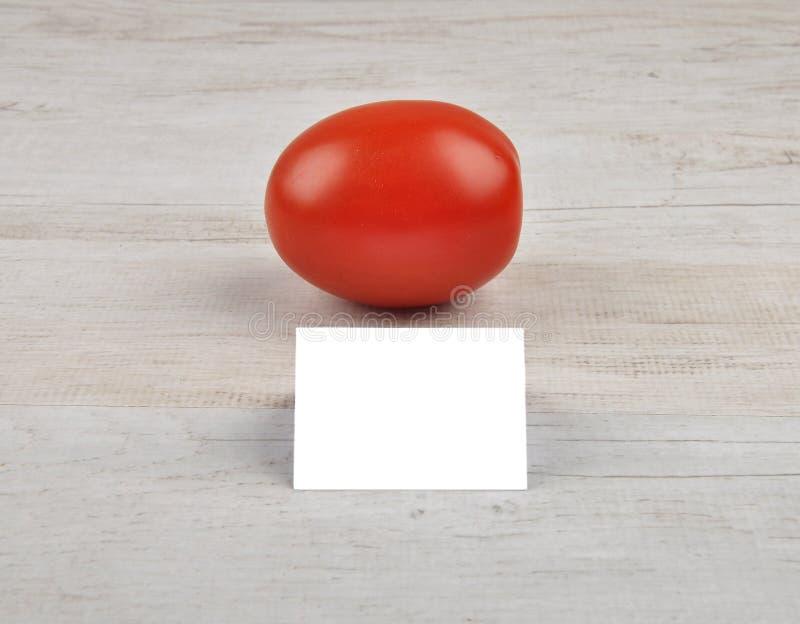 Tomat och kort royaltyfri foto