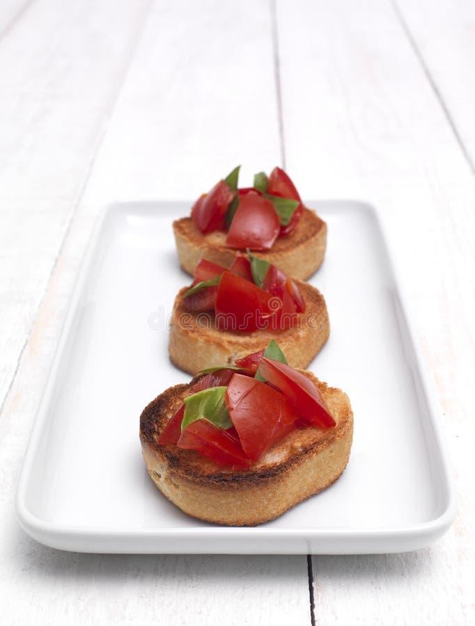 Tomate Bruschetta lizenzfreie stockbilder