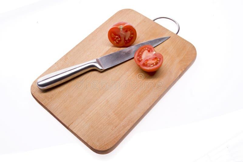 Tomate cortado na placa. imagem de stock royalty free