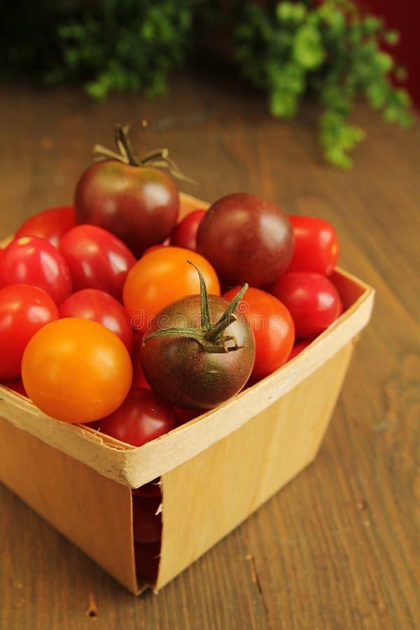 Download Tomate de cereja imagem de stock. Imagem de amar, comer - 26502705