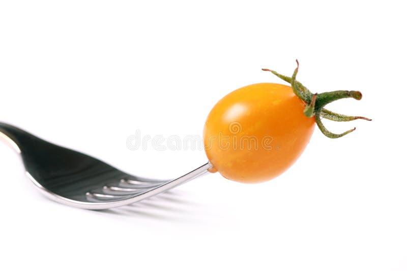 Tomate e forquilha amarelos foto de stock