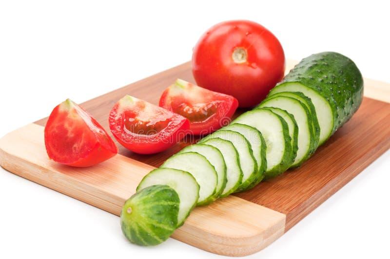Tomate e pepino vermelhos frescos imagens de stock