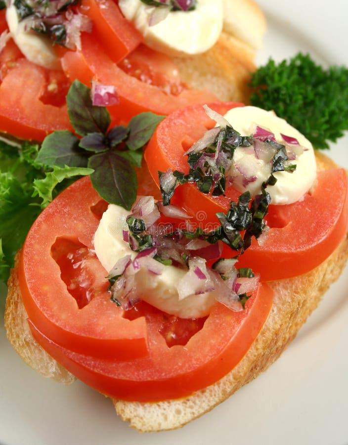 Tomate et dégagements de Bocconcini photographie stock libre de droits
