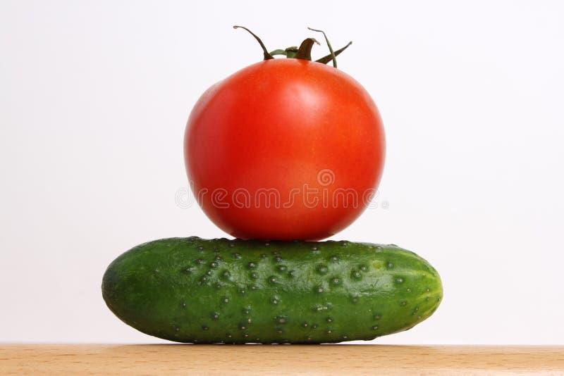 Tomate und Gurke stockbild