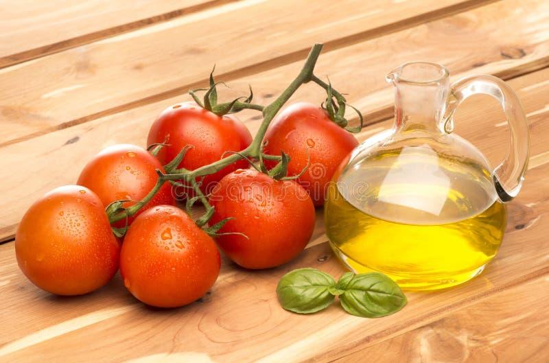 Tomate und Olivenöl stockbilder