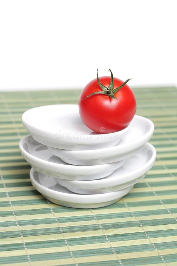 Download Tomate Vermelho Na Esteira De Bambu Imagem de Stock - Imagem de alimento, tomate: 12808803