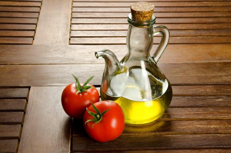 Tomaten en extra maagdelijke olijfolie royalty-vrije stock foto's