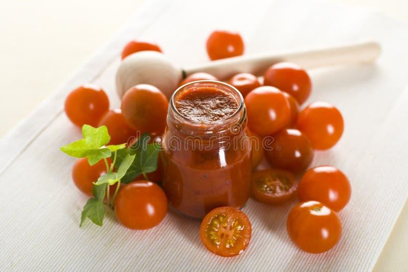 Tomaten en ketchup royalty-vrije stock foto