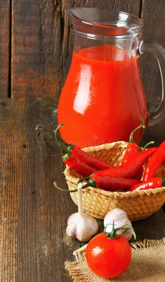 Tomaten en kruiden stock foto