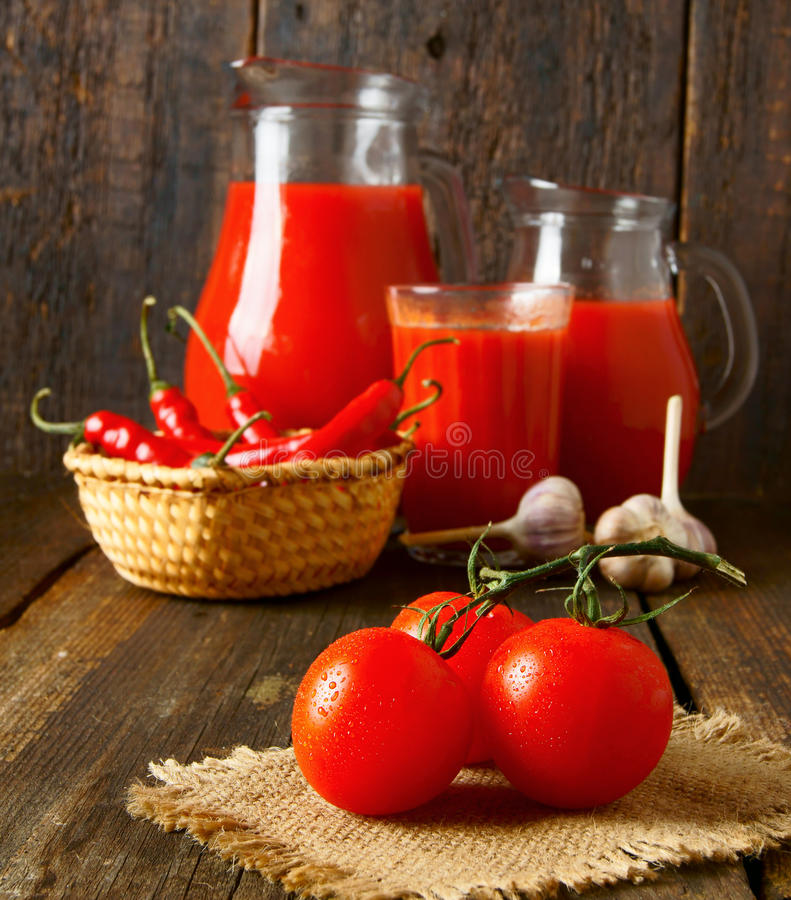 Tomaten en kruiden royalty-vrije stock foto