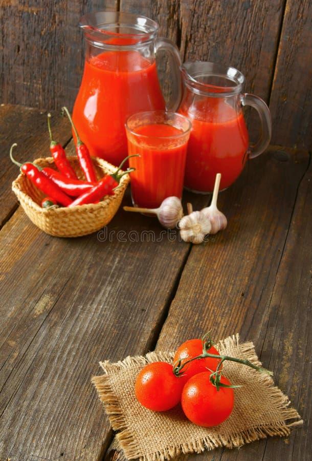 Tomaten en kruiden stock foto's