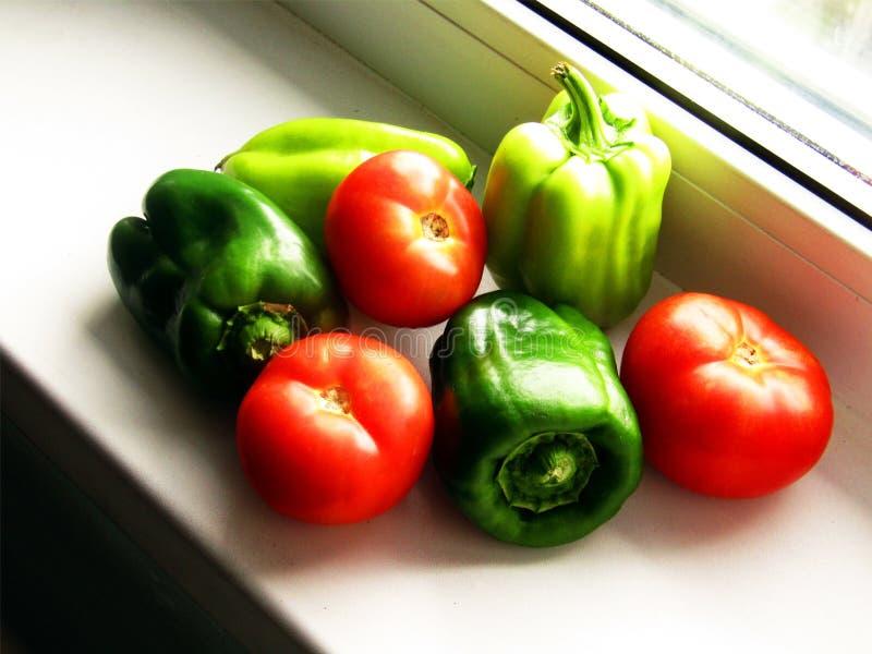 Tomaten en peperenergie van de zon royalty-vrije stock foto's