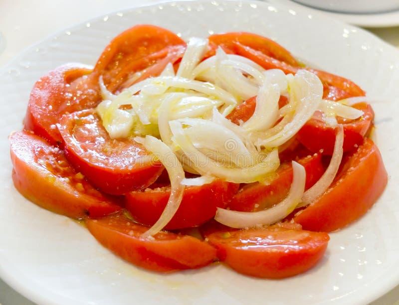 Tomaten en uisalade stock afbeeldingen