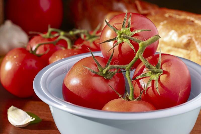 Tomaten für pepared traditionelle rote sauses lizenzfreie stockbilder