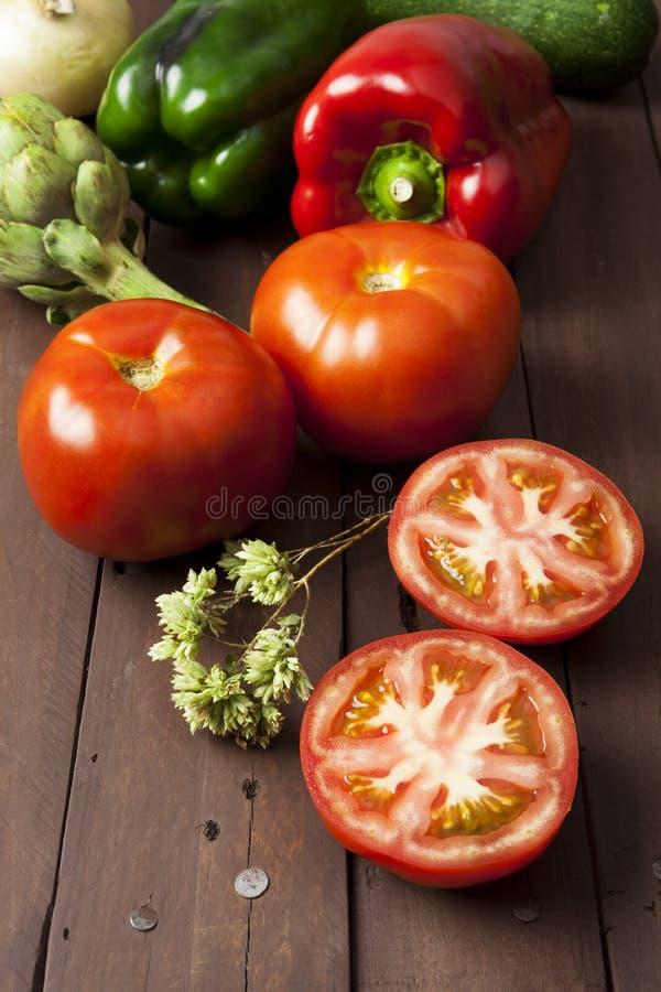 Tomaten, grüner Pfeffer und Artischocke stockbild