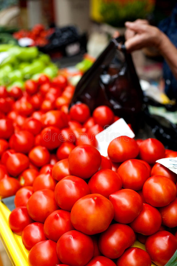 Tomaten im Markt lizenzfreies stockfoto