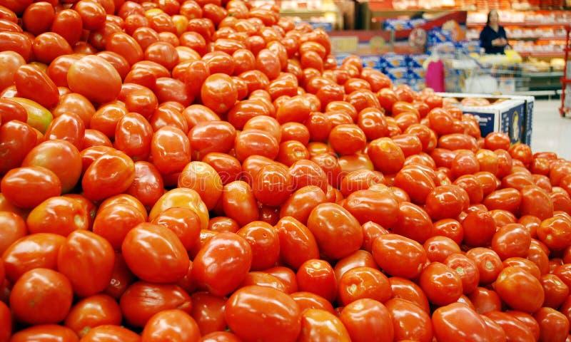 Tomaten im Supermarkt stockfotos
