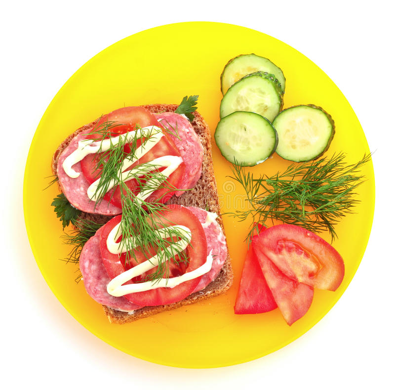 Tomaten, komkommer en worst op brood royalty-vrije stock afbeeldingen