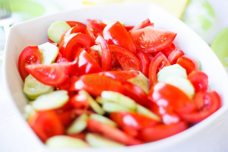 Tomaten- und Gurkensalat lizenzfreies stockfoto