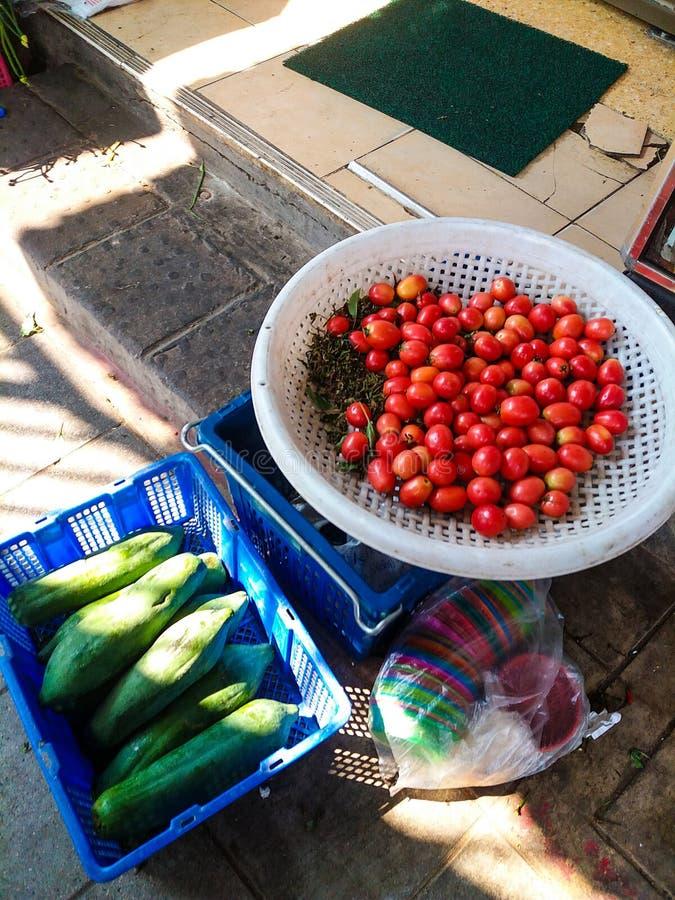 Tomaten und Papayas lizenzfreies stockfoto