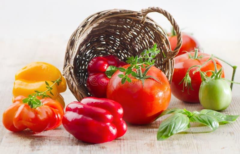 Download Tomaten und Pfeffer stockbild. Bild von vegetarier, reif - 26359351