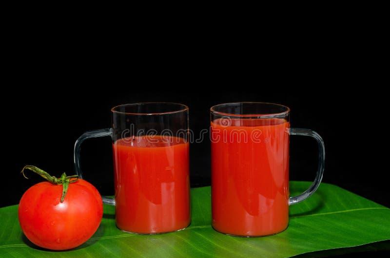 Download Tomatensaft In Den Glasbechern Schwarzer Hintergrund Stockfoto - Bild von horizontal, frech: 90234472