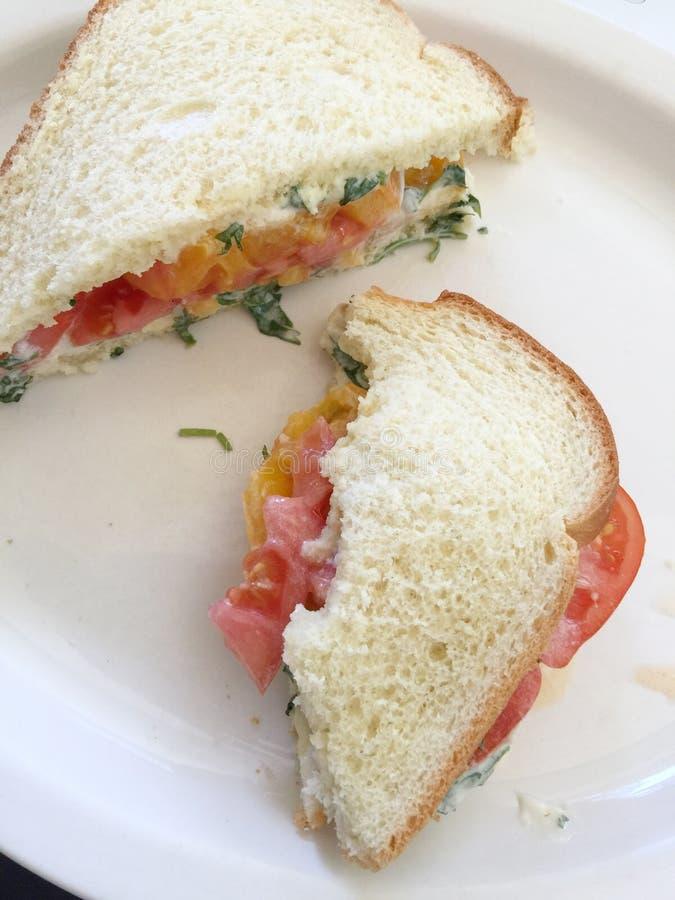Tomatensandwich, genomen beten stock afbeeldingen