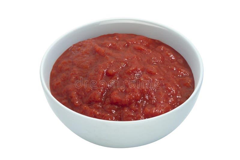 Tomatensauce in einer weißen Tasse lizenzfreie stockbilder