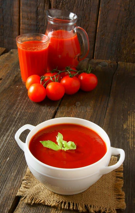 Tomatensauce und Saft lizenzfreie stockfotos