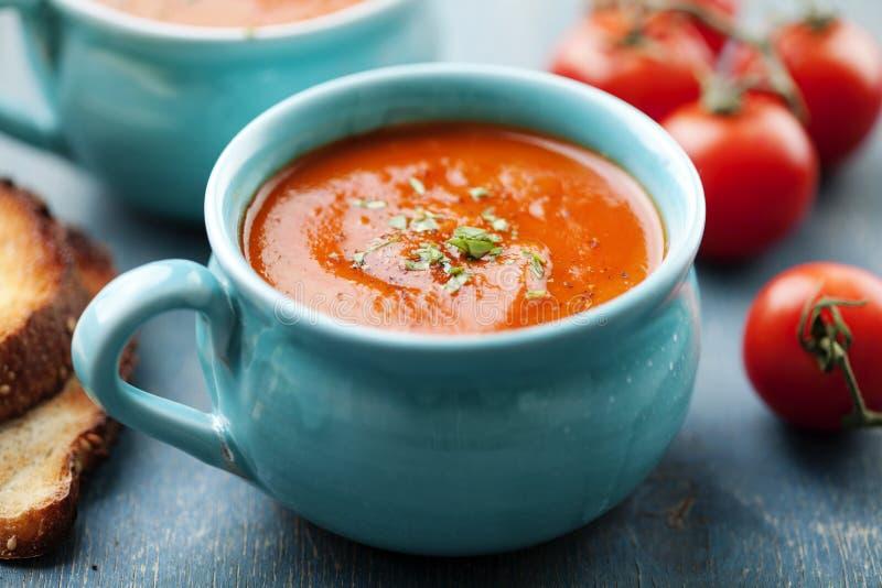 Tomatensoep in een kop stock foto