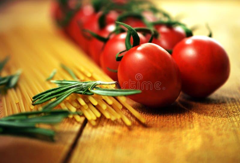 Tomatenwijnstok en Deegwaren royalty-vrije stock foto