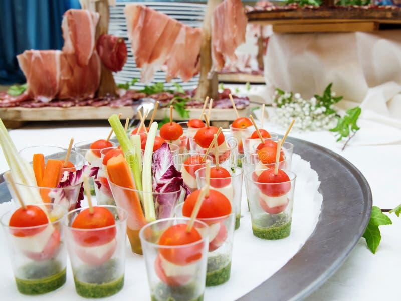 tomater för mozzarella för Cherryfingermat royaltyfri foto