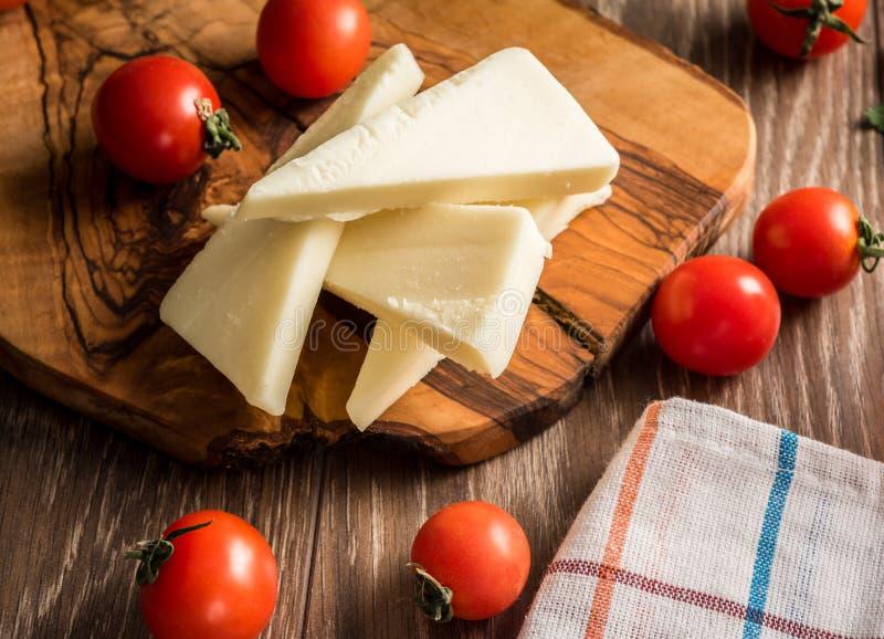 Tomater för ny ost royaltyfria foton