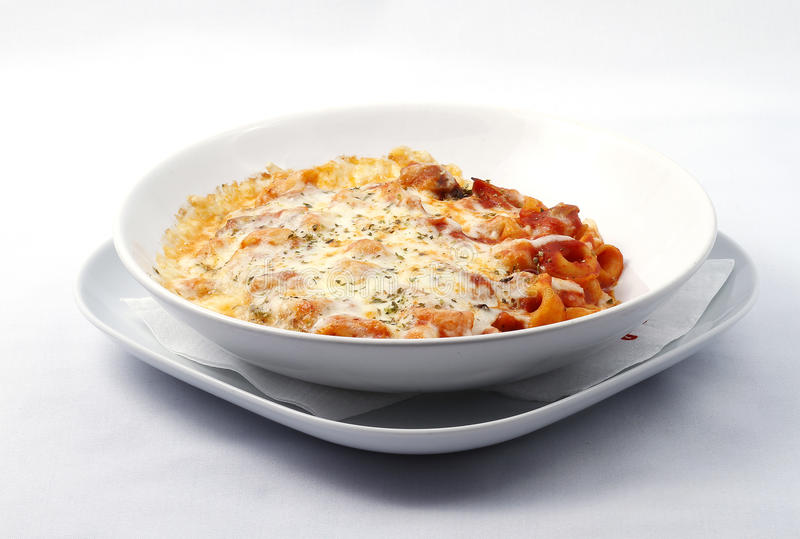 tomater för sås för pasta för ostmat italienska royaltyfri bild