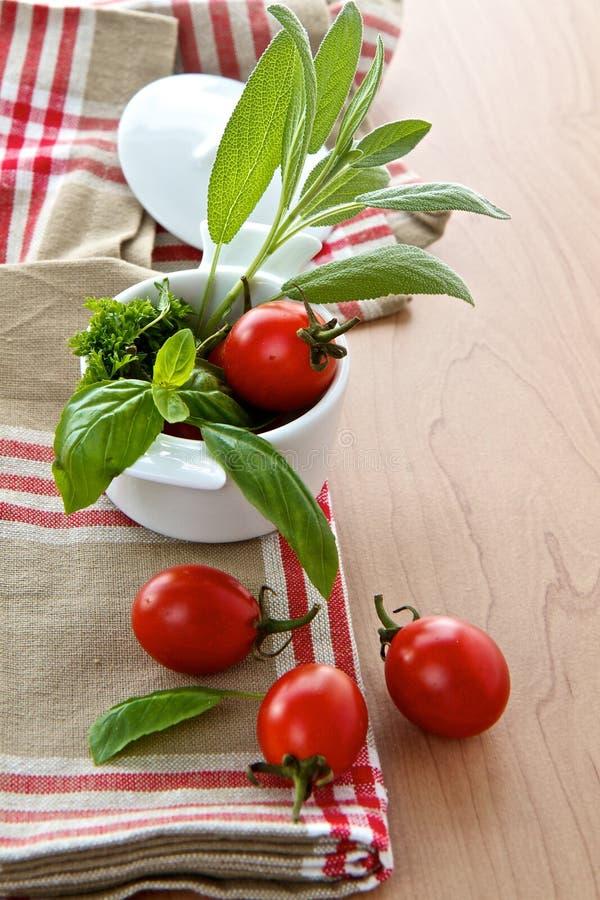 Download Tomater och örtar arkivfoto. Bild av tomater, parsley - 27286070