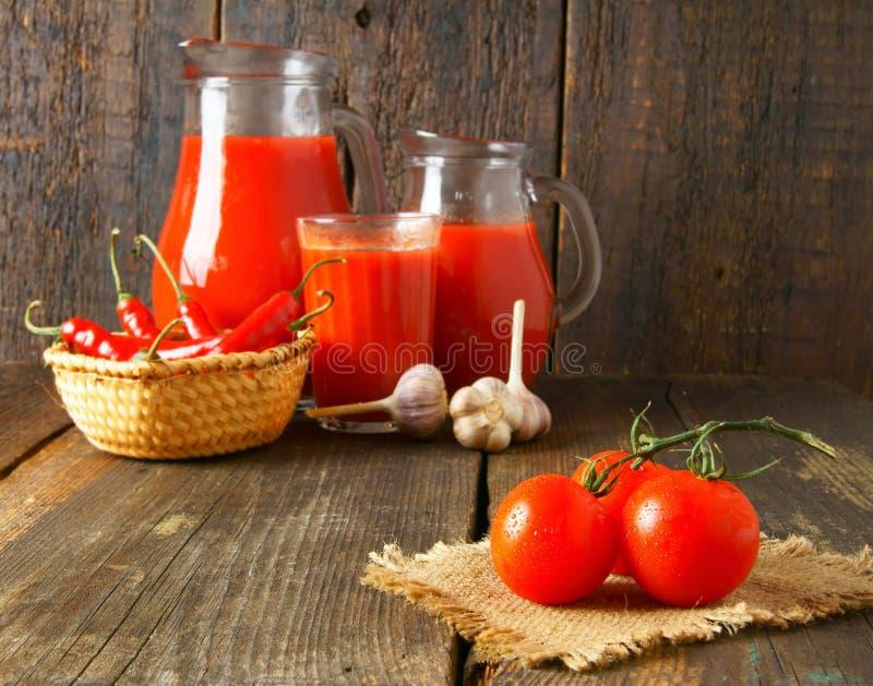 Tomater och kryddor royaltyfri bild